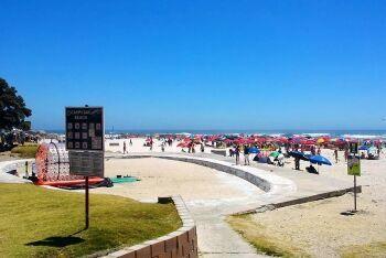 Camps Bay beach, Cape Town\'s Atlantic Seaboard, Western Cape